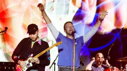 Coldplay uz malu pomoć Bee Geesa zatvorio Glastonbury i odao dirljivu počast Muhammadu Aliju