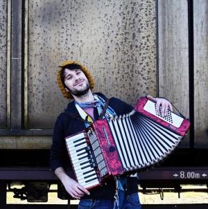Miki Solus objavio novi album 'Carevo novo ruho'