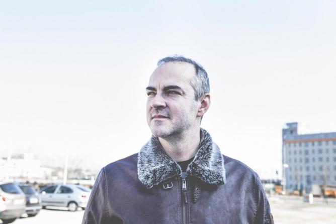 "Mark Kolen (Nouvelle Vague): ""Mi stvaramo pesmu ispočetka, otkrivamo neke druge slojeve, ""čitamo"" je na sasvim novi način"""
