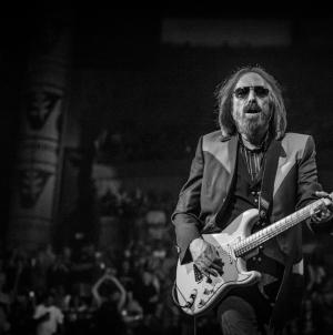 Porasla prodaja albuma Toma Pettyja nakon njegove smrti