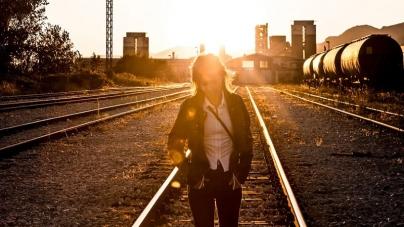 "BillieJoan objavila spot za singl ""Barren Land"""