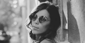 """Jelena Andonović objavila debi album """"Prst u oko!"""""""