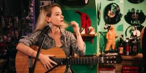 Prva pjesma Nine Bajsić – u novom videu s Akustike u Rockmarku