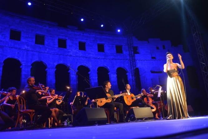Veličanstveni koncert Amire Medunjanin iz pulske Arene objavljen na Blu-rayu i dvostrukom CD-u