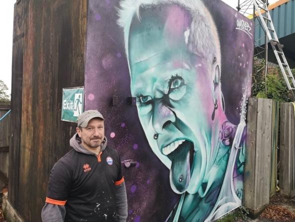 Kit Flint dobio mural na stadionu lokalnog fudbalskog kluba Brejntri