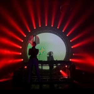 Detour i Nipplepeople udružili snage u pjesmi 'Gledano sa strane'