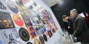 """Izložba """"LP – Istorija gramofona i zlatno doba ploča"""" u Gradskom muzeju Subotica"""